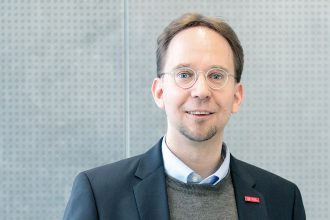 Prof. Dr. Konrad Rieck ist IT-Sicherheitsexperte und hat das Smartphone als Wanze entlarvt. Foto: Anne Hage/TU Braunschweig